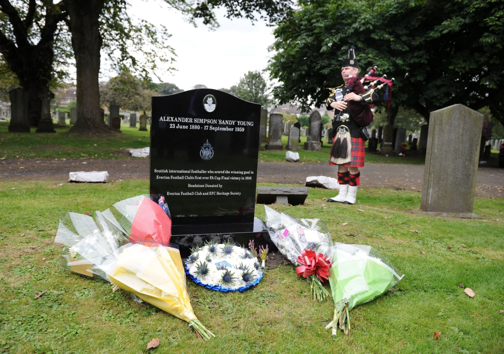 The EFC Heritage Society and Everton FC, pay tribute to Alex Young