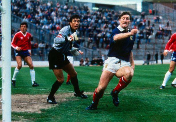 "Alan McInally: ""The best striker ever to play for Everton"" by Steve Zocek"